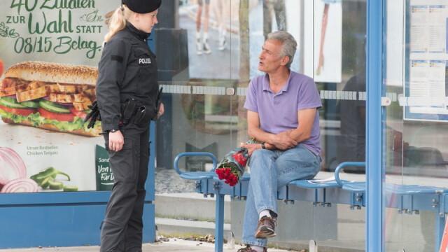 Un tata a venit sa depuna flori la Munchen, in locul in care a fost ucis fiul sau de 21 de ani. Cine sunt victimele atacului - Imaginea 5