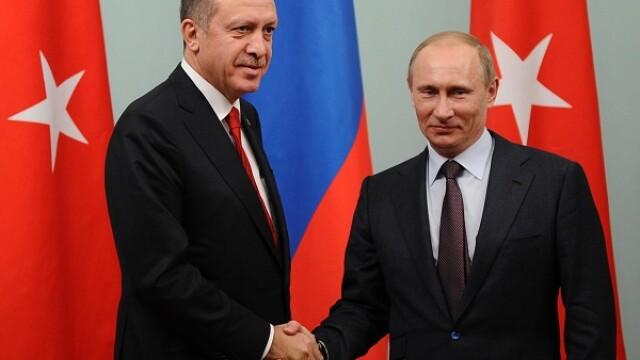 Turcia a intrat cu tancurile pe teritoriul Siriei si i-a ajutat pe rebeli sa recucereasca un oras cheie. Reactia Rusiei