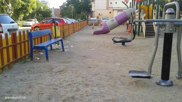 Descoperire neasteptata intr-un loc de joaca din Targu-Jiu. Ce se afla in pungile gasite de copii