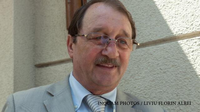Mircea Basescu se prezinta la sediul Directiei Nationale Anticoruptie, in Bucuresti, vineri, 3 iunie 2016