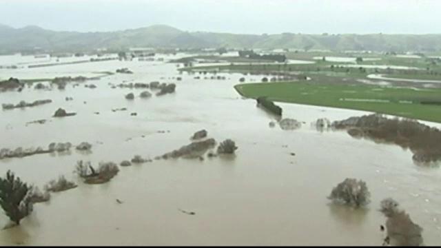 Stare de urgenta in trei orase din Noua Zeelanda, in urma unei furtuni violente. Sute de locuinte au fost evacuate