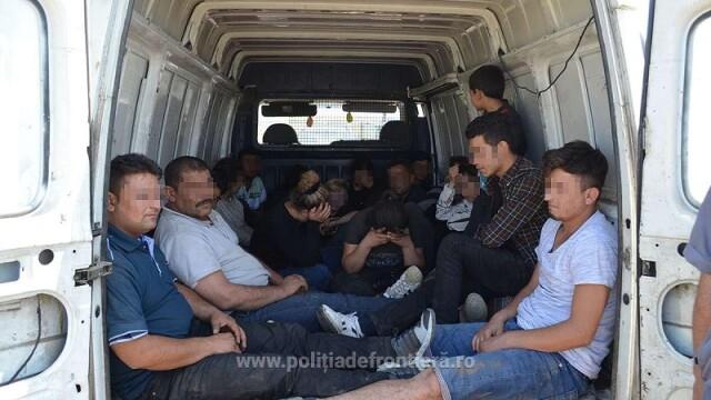 18 sirieni, dintre care patru copii, prinsi de politist in timp ce intrau ilegal in tara. Cat le platisera calauzelor
