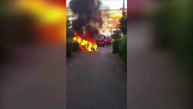 Un taximetru s-a facut scrum, dupa ce a luat foc in mers, in timp ce se afla pe o strada din Bacau