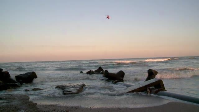 Adolescent in varsta de 15 ani, disparut in mare in zona Vadu. Bunicul sau, care a fost si el la un pas sa se inece, salvat