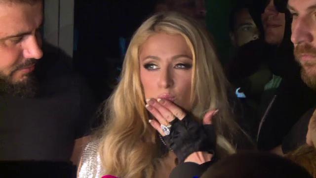 Paris Hilton, accident vestimentar. Ce s-a văzut când a coborât din maşină - Imaginea 7