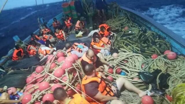 8 morţi şi zeci de dispăruţi, după ce o navă cu turişti s-a scufundat în Thailanda
