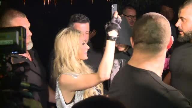 Paris Hilton, accident vestimentar. Ce s-a văzut când a coborât din maşină - Imaginea 6