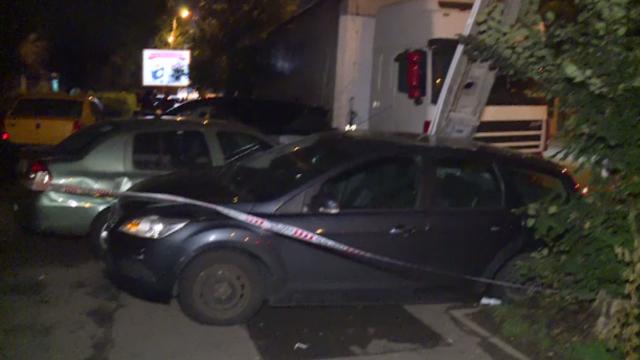 Șase mașini parcate, lovite un plin de un șofer de TIR care a pierdut controlul volanului