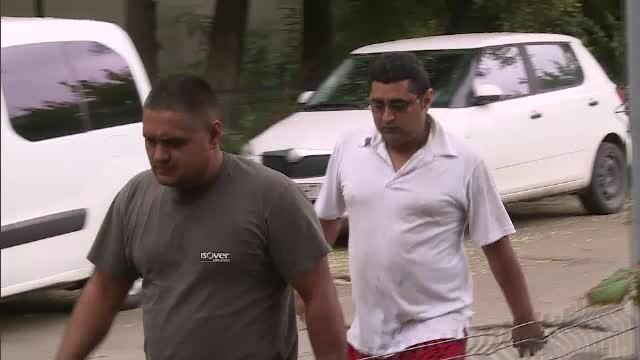 Cei doi frați suspectați că au ucis doi paznici, duși la locul crimei de anchetatori