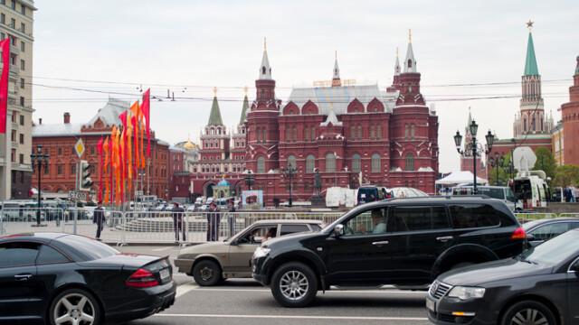 masini in fata Kremlinului