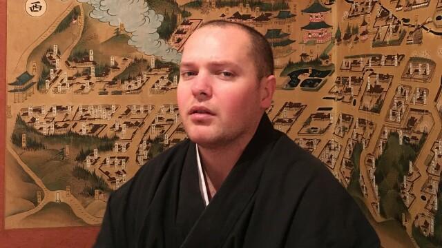 Un preot budist, iritat de comentariile unor turiști: Se așteaptă la condiții de 6 stele