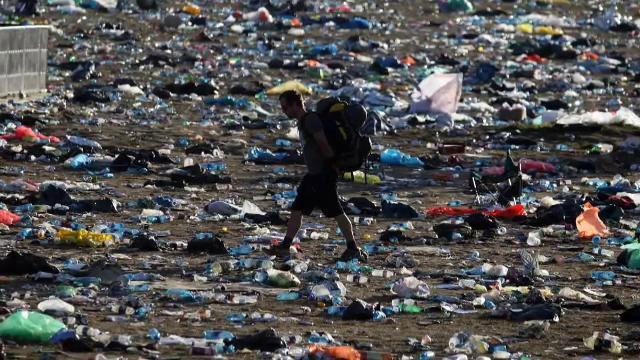 Fără sticle, pahare sau paie din plastic la festivaluri. Țara care vrea să le interzică