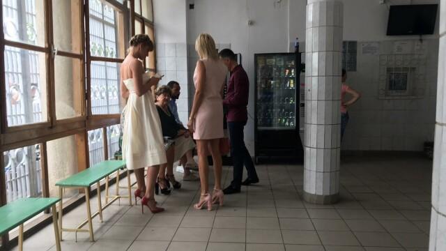 Ce le-a arătat Roxana, soția lui Radu Mazăre, la ieșirea din penitenciar imediat după ceremonie