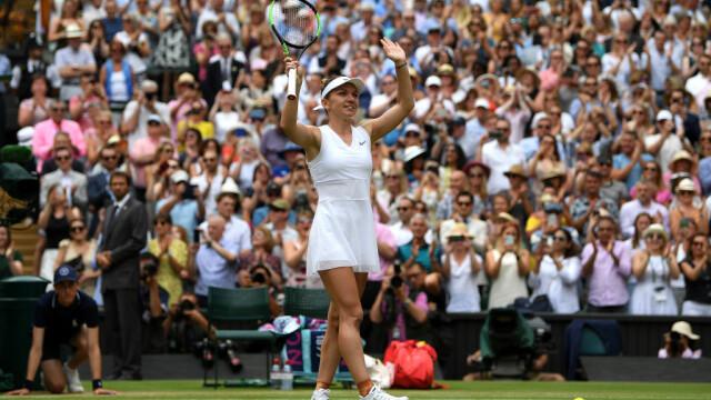 Primele imagini cu Simona Halep cu trofeul de la Wimbledon. GALERIE FOTO - Imaginea 9