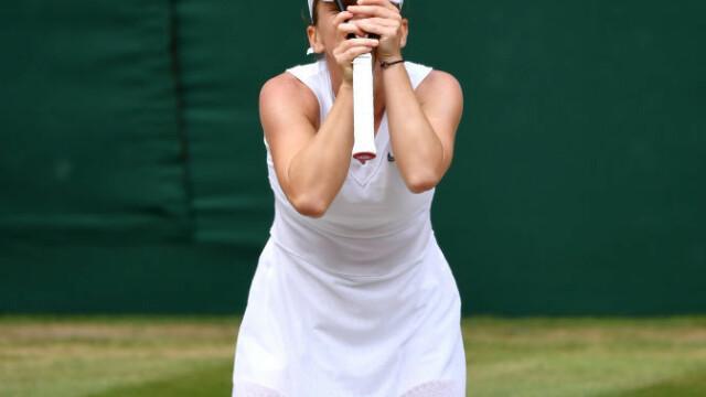 Primele imagini cu Simona Halep cu trofeul de la Wimbledon. GALERIE FOTO - Imaginea 3