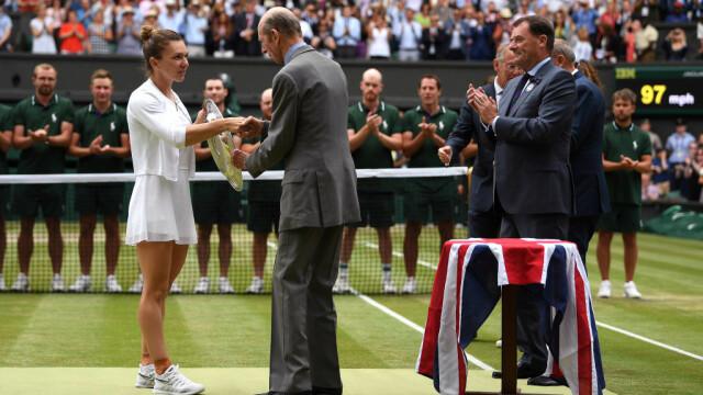 Primele imagini cu Simona Halep cu trofeul de la Wimbledon. GALERIE FOTO - Imaginea 15