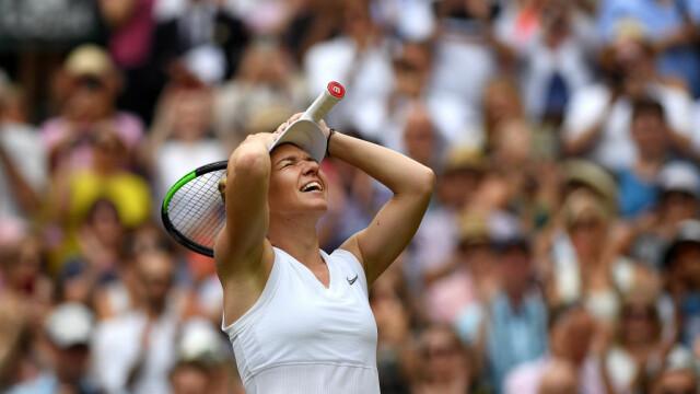 Primele imagini cu Simona Halep cu trofeul de la Wimbledon. GALERIE FOTO - Imaginea 16