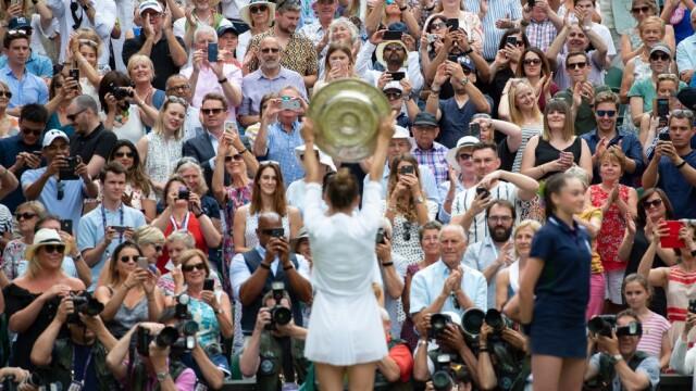 Simona Halep, prima campioană a României la Wimbledon. Victorie istorică, în mai puţin de o oră - Imaginea 26