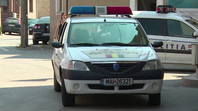 Incident la Arad. Un șofer a intrat cu mașina într-o terasă aglomerată