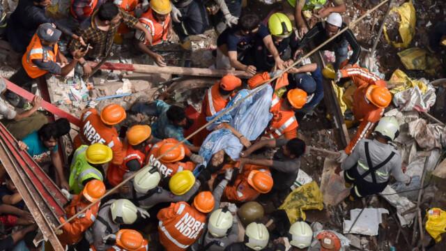 O clădire s-a prăbușit într-un cartier aglomerat din Mumbai