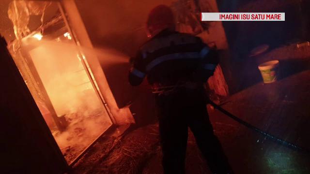 A suferit arsuri grave, după ce i-a luat foc casa. Pompierii s-au luptat 5 ore cu flăcările