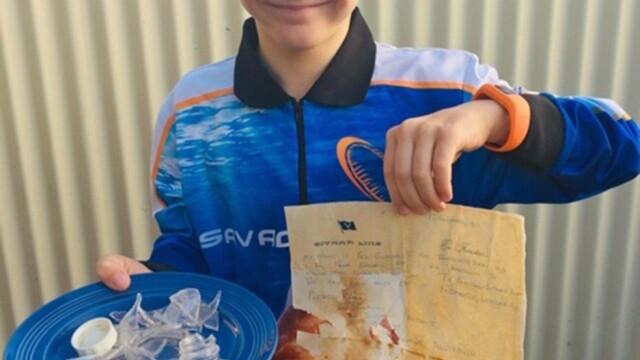 Un copil a găsit pe plajă o sticlă cu un bilet vechi de 50 de ani: ″Răspundeţi, vă rog″ - Imaginea 2