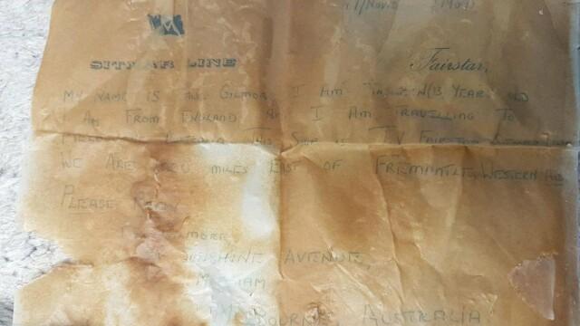 Un copil a găsit pe plajă o sticlă cu un bilet vechi de 50 de ani: ″Răspundeţi, vă rog″ - Imaginea 1