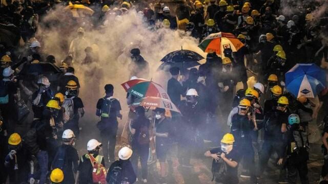 Incidente în Hong Kong. Poliţia a folosit gaze lacrimogene împotriva manifestanților - Imaginea 1