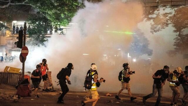 Incidente în Hong Kong. Poliţia a folosit gaze lacrimogene împotriva manifestanților - Imaginea 2