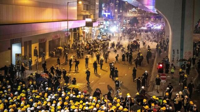 Incidente în Hong Kong. Poliţia a folosit gaze lacrimogene împotriva manifestanților - Imaginea 3