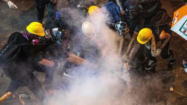 Incidente în Hong Kong. Poliţia a folosit gaze lacrimogene împotriva manifestanților - Imaginea 4
