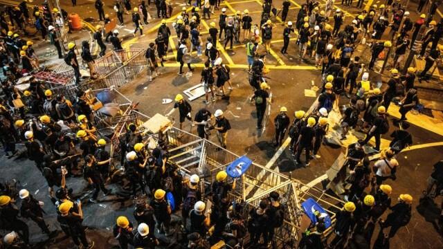 Incidente în Hong Kong. Poliţia a folosit gaze lacrimogene împotriva manifestanților - Imaginea 5