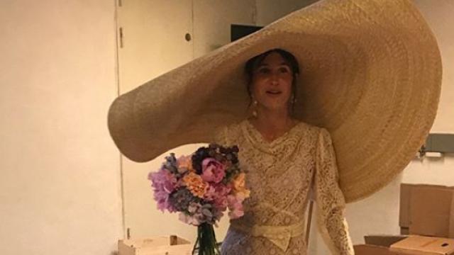 Pălărie neobișnuită pentru nuntă