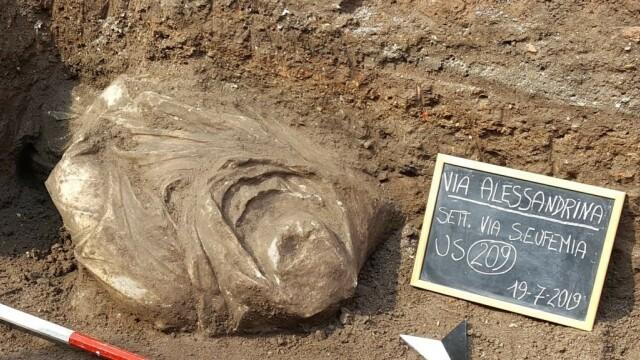 Statuia uriaşă a unui războinic dac, găsită în Roma. De ce a fost îngropată sub pământ - Imaginea 6