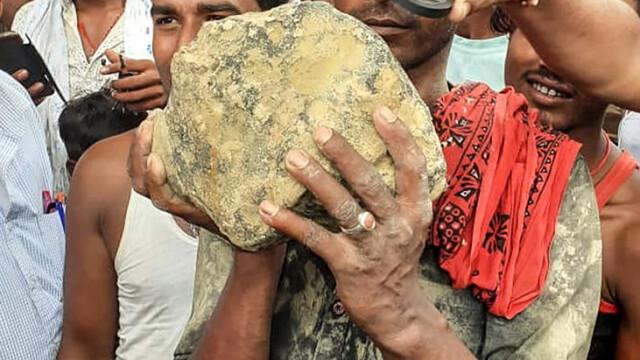 Panică într-un sat, după ce localnicii au văzut căzând un meteorit pe câmp. FOTO - Imaginea 3