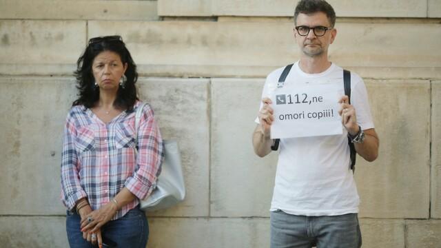 """Protest tăcut la sediul MAI, după cazul Caracal. """"Ați ucis din nou"""". GALERIE FOTO - Imaginea 2"""