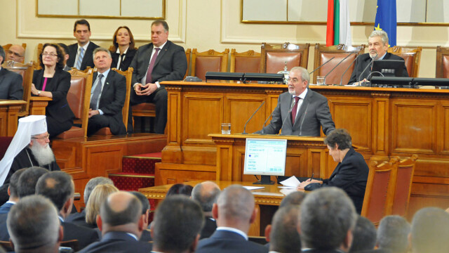 Zeci de deputați amendați pentru că nu au purtat mască în Parlament