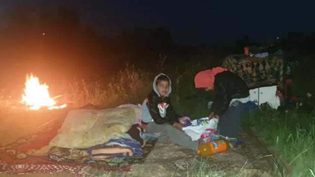 Patru copii, lăsați să doarmă pe câmp, sub cerul liber. Răspunsul incredibil al autorităților