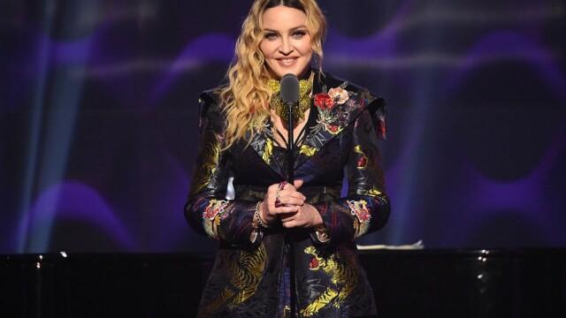"""Cum arată Madonna topless la 61 de ani. Fanii sunt uimiți: """"Wow, arăți fabulos"""" - Imaginea 9"""