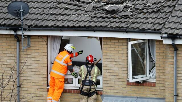 Momentul terifiant în care o macara se prăbușește pe mai multe case. O persoană a murit și alte 4 au fost rănite. VIDEO - Imaginea 2