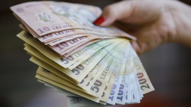 Câștigul salarial mediu a scăzut în luna mai. Unde sunt cele mai mari venituri