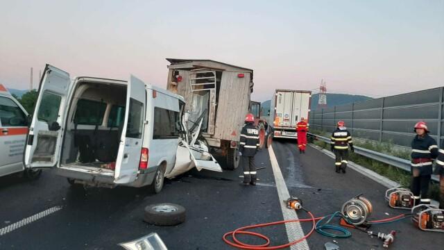 Accident grav pe A1. O femeie a murit, iar soțul și cei 3 copii au fost răniți. GALERIE FOTO - Imaginea 9