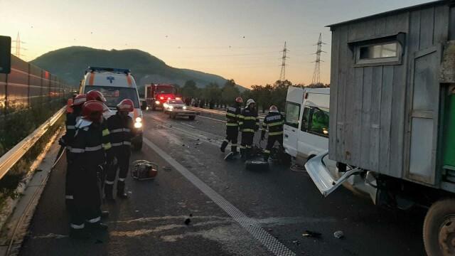 Accident grav pe A1. O femeie a murit, iar soțul și cei 3 copii au fost răniți. GALERIE FOTO - Imaginea 6