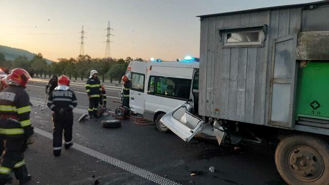 Accident grav pe A1. O femeie a murit, iar soțul și cei 3 copii au fost răniți. GALERIE FOTO - Imaginea 5