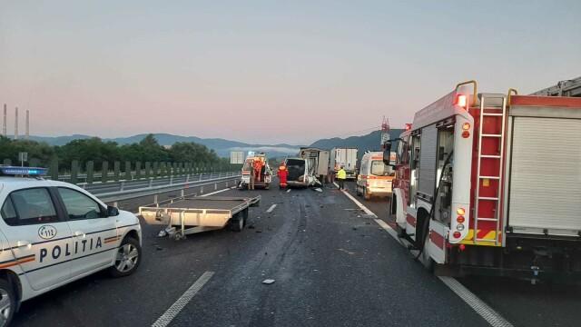 Accident grav pe A1. O femeie a murit, iar soțul și cei 3 copii au fost răniți. GALERIE FOTO - Imaginea 3