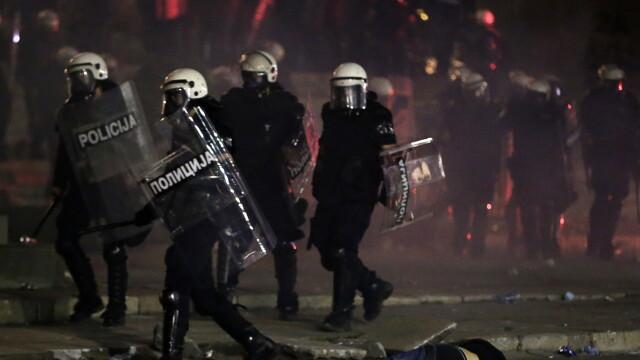 VIDEO. Incidente violente la Belgrad. Oamenii au ieșit în stradă pentru a patra seară la rând - Imaginea 6
