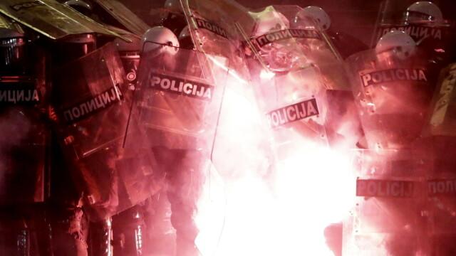 VIDEO. Incidente violente la Belgrad. Oamenii au ieșit în stradă pentru a patra seară la rând - Imaginea 3