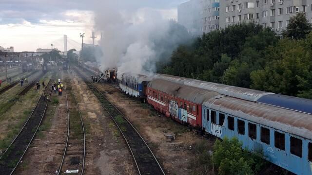 Incendiu puternic. Două vagoane de tren, cuprinse de flăcări - Imaginea 1