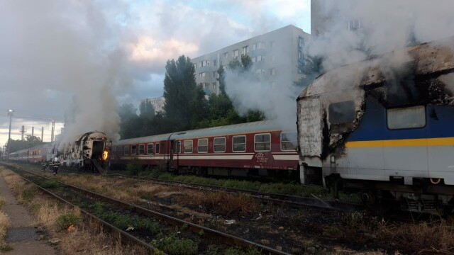 Incendiu puternic. Două vagoane de tren, cuprinse de flăcări - Imaginea 2