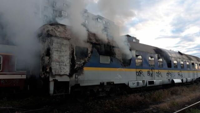 Incendiu puternic. Două vagoane de tren, cuprinse de flăcări - Imaginea 3